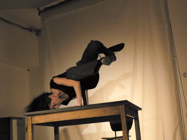 Stéphanie Farison en jeu dans ''La Prison'' (© Gérard Nicolas)