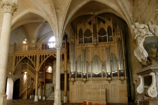abbaye-de-royaumont-refectoire-et-orgue-4