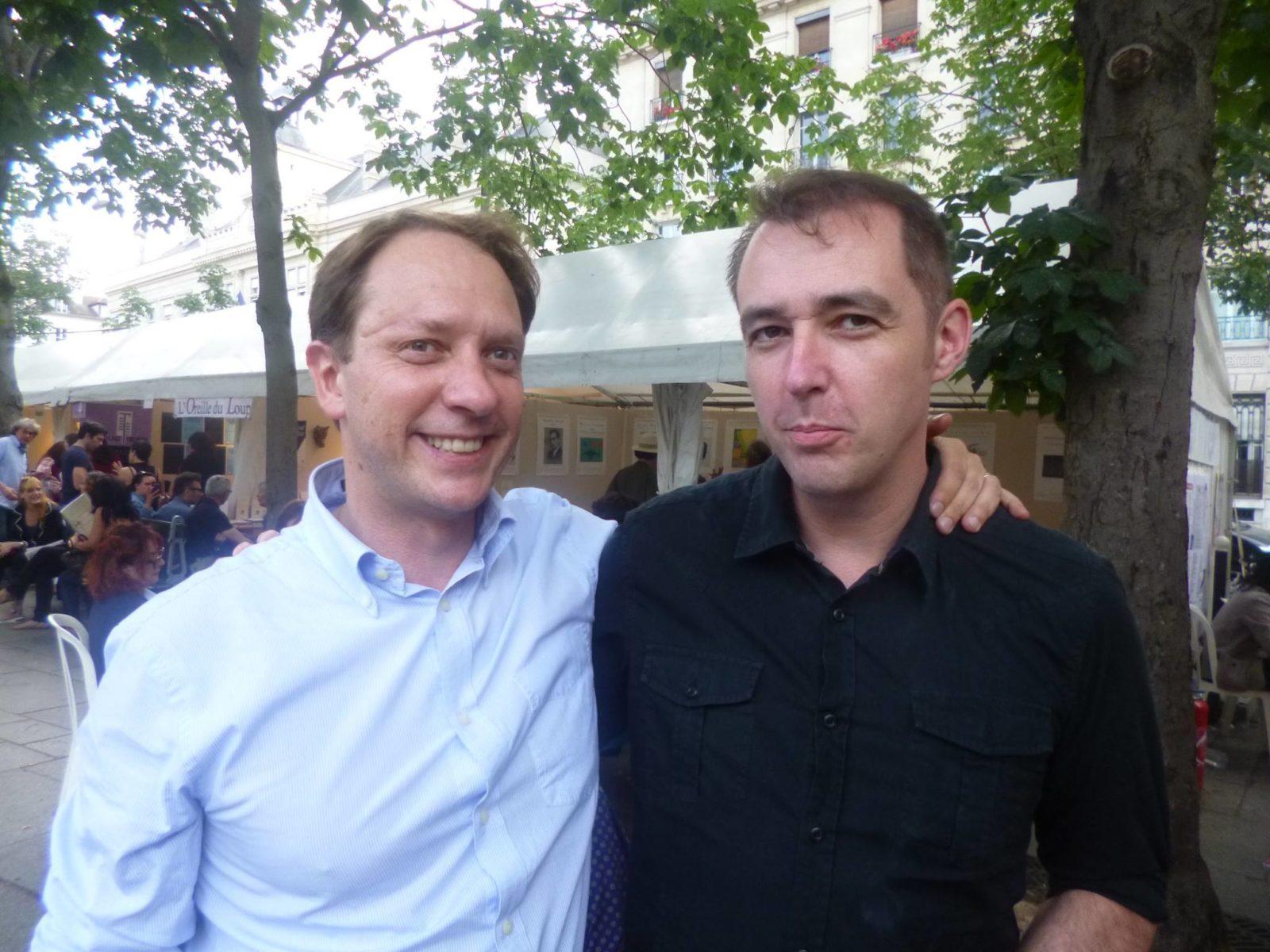 Réginald Gaillard, fondateur des éditions Corlevour, et Nicolas Rozier au Marché de la Poésie (crédits : MHC)