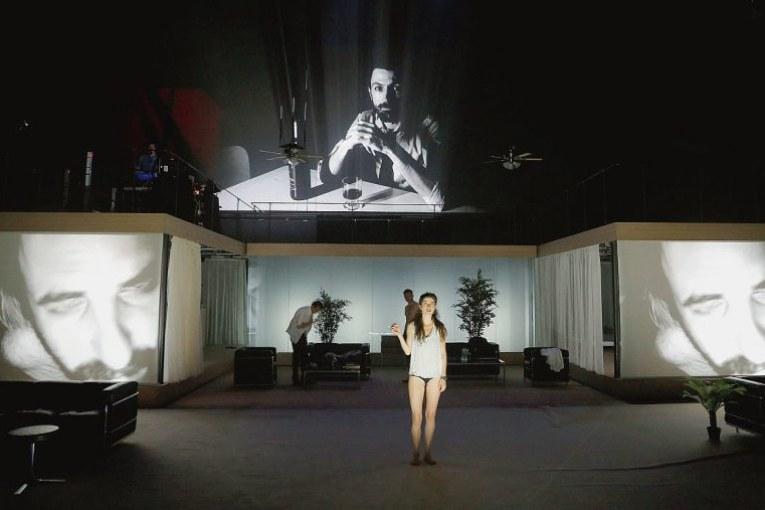 Julien Gosselin remporte le Grand Prix de la critique avec 2666, adapté du roman de Roberto Bolaño