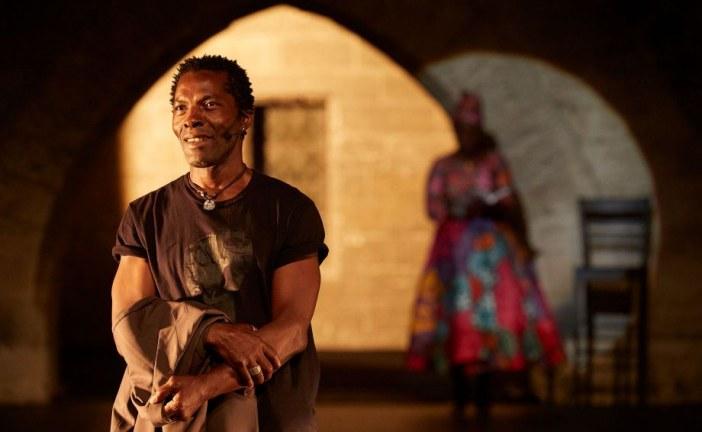 Festival d'Avignon – Léopold Senghor et sa «Femme noire» : la Cour d'honneur prise aux entrailles