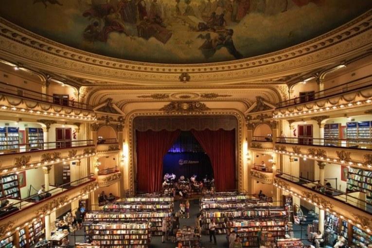 Pourquoi priver, éloigner les auteurs et les autrices des plateaux de théâtre ?