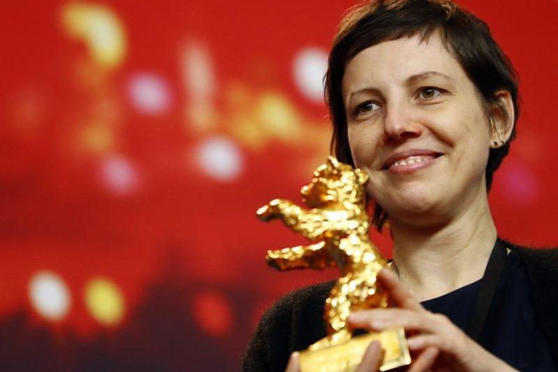 """Ours d'or pour """"Touch Me Not"""" de la Roumaine Adina Pintilie lors de la Berlinale 2018 (REUTERS/Fabrizio Bensch)"""
