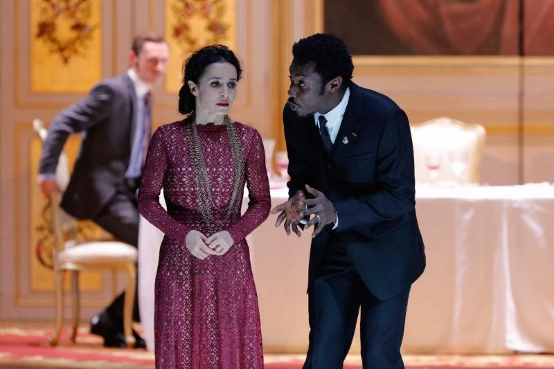 """Chloé Réjon et Adama Diop dans """"Macbeth"""" de Shakespeare, mise en scène Stéphane Braunschweig à l'Odéon"""