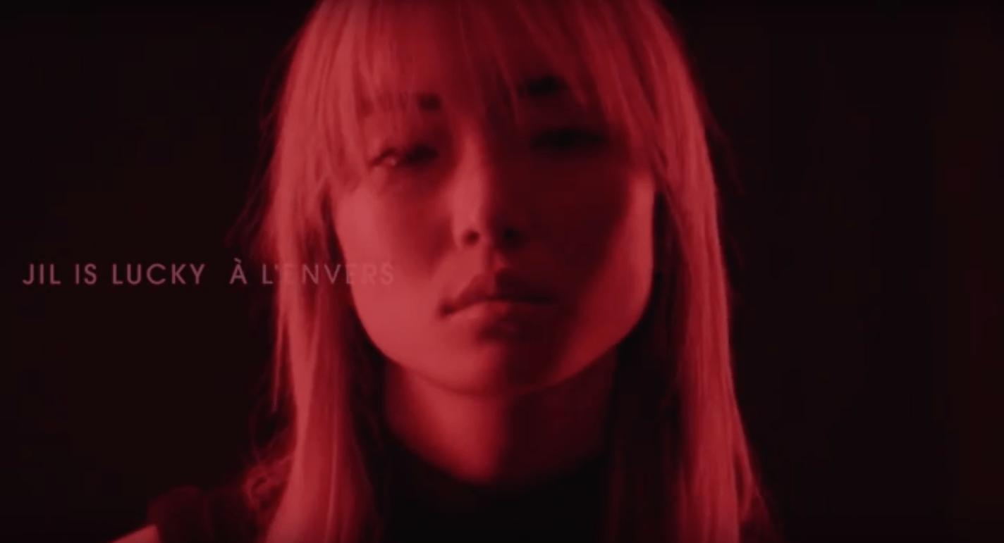 Clip vidéo de «A l'envers», extrait du 1er album de Jil Is Lucky (sortie le 8 avril prochain)