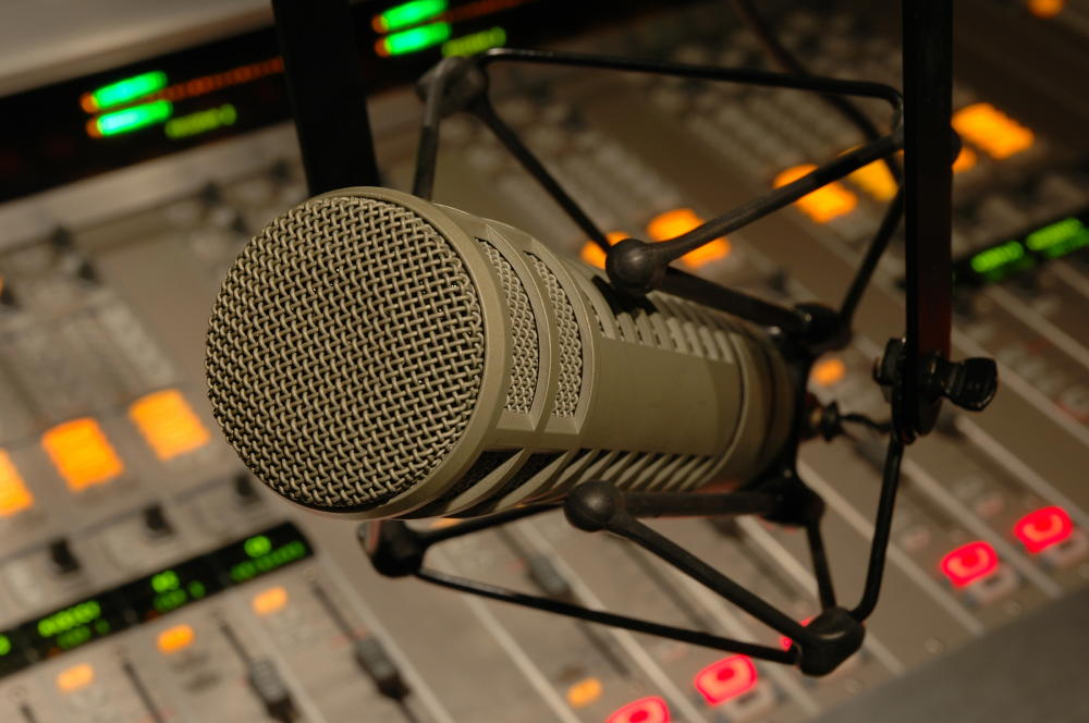 Les passerelles entre les dramaturgies pour le théâtre et pour la radio : transcription d'un débat important