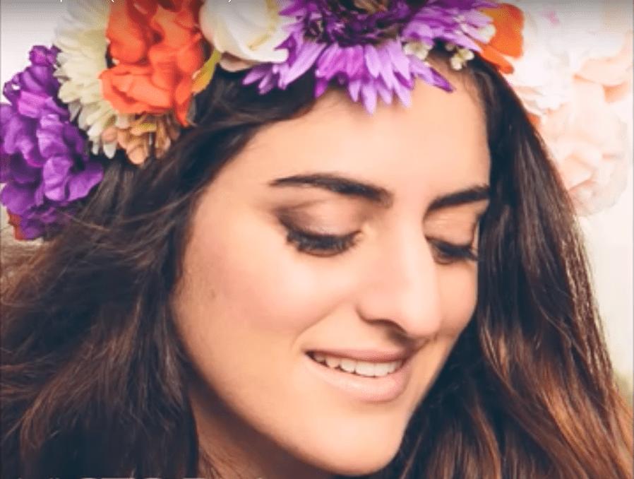 Victoria Picone : la voix pure et le son folk au service de la foi