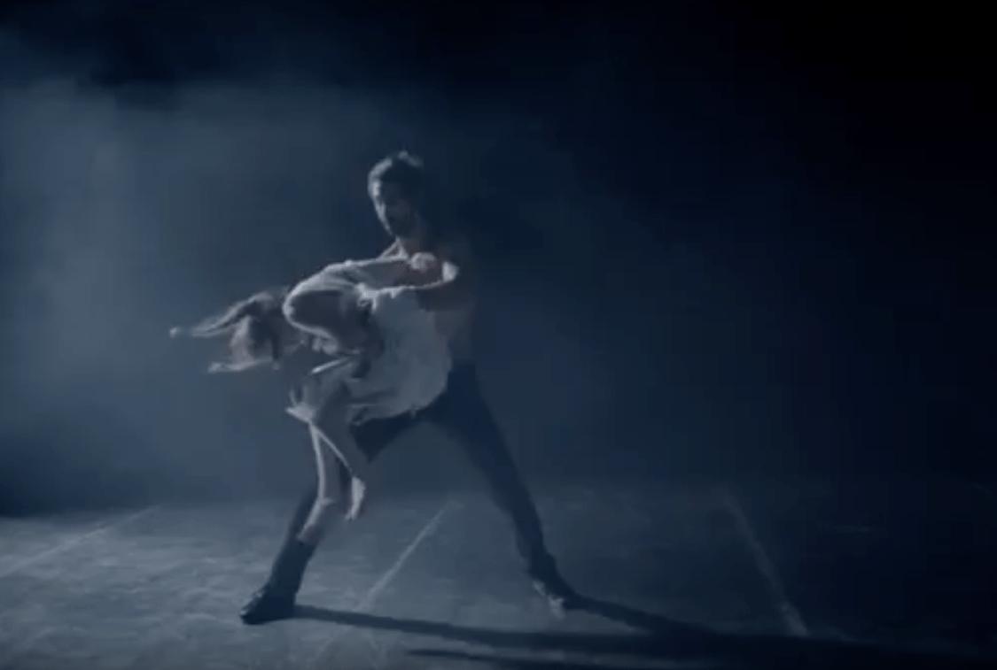 Lena Deluxe joue sur une ambiance onirique dans son nouveau clip vidéo