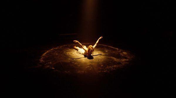 L'Oubli des Anges: danser l'amour au seuil de l'abîme