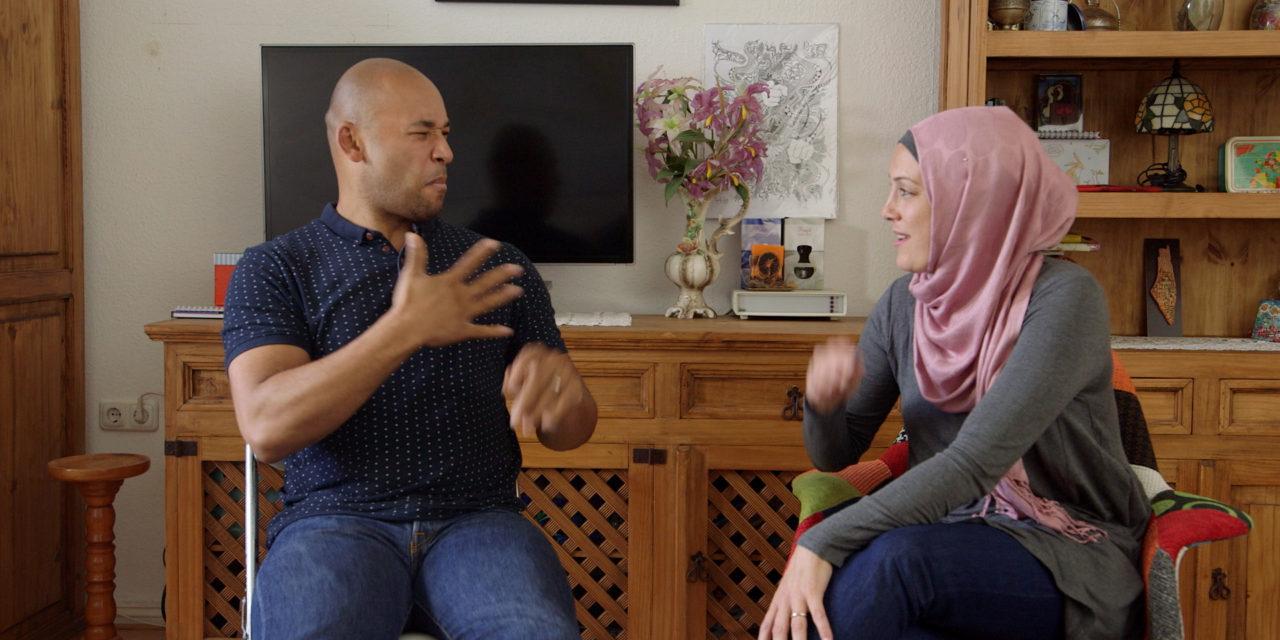 «Signer» : documentaire au verbe intransitif