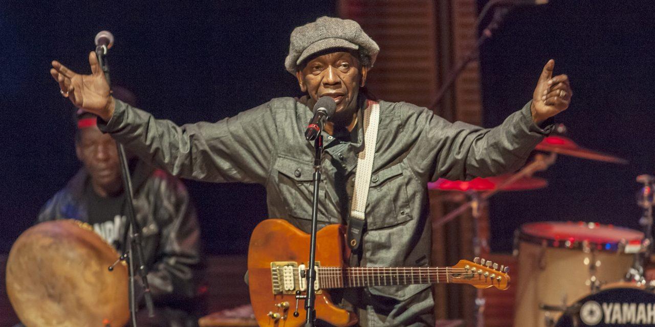 Après 16 ans d'exil, retour au pays du chanteur Mapfumo, «Lion du Zimbabwe»
