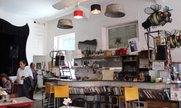 Le Bar Atteintà Belfort : de la roulotte alternative au bistrot culturel coopératif