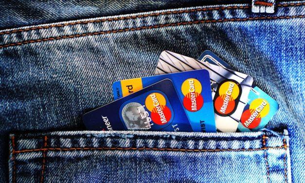 À Londres, les chanteurs de rue adoptent le lecteur de carte bancaire sans contact