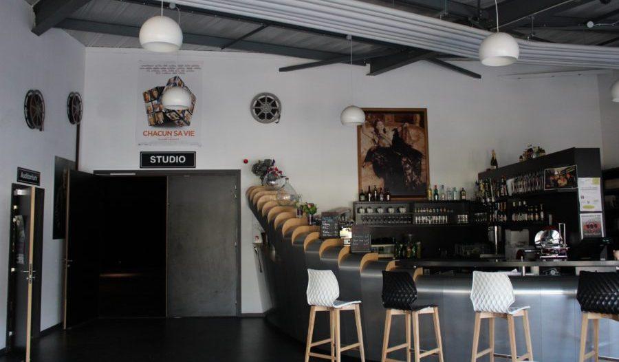 Bar et entrée des Ateliers du cinéma à Beaune