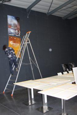 Montage exposition des Ateliers du cinéma à Beaune