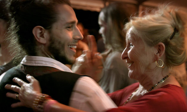 «Le Grand Bal» de Laetitia Carton : documentaire virevoltant