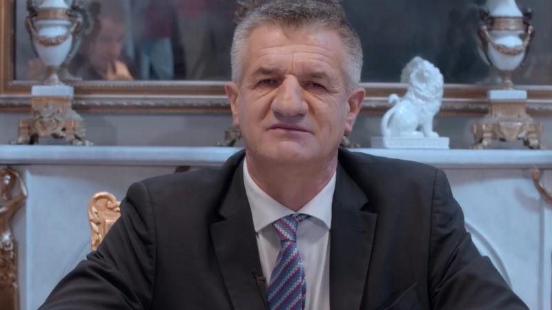 """""""Un berger et deux perchés à l'Élysée ?"""" : la détonante campagne politique de Jean Lassalle"""