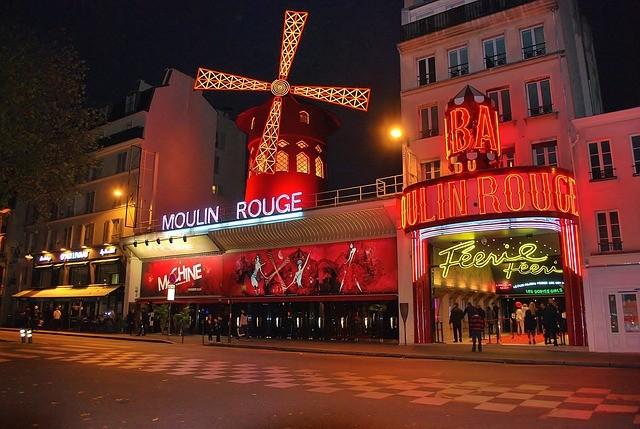 Le Moulin Rouge recrute un technicien lumière (h/f)