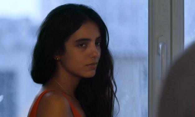 """Sortie cinéma : """"Tu mérites un amour"""" – Entretien avec la réalisatrice Hafsia Herzi"""