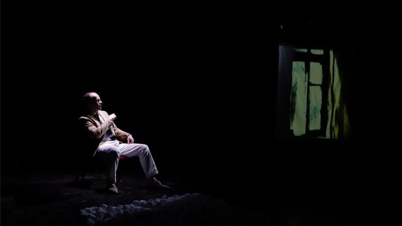 """""""Les Carnets"""" d'Albert Camus, mis en scène par Stéphane Olivié-Bisson: de l'intime à la scène"""