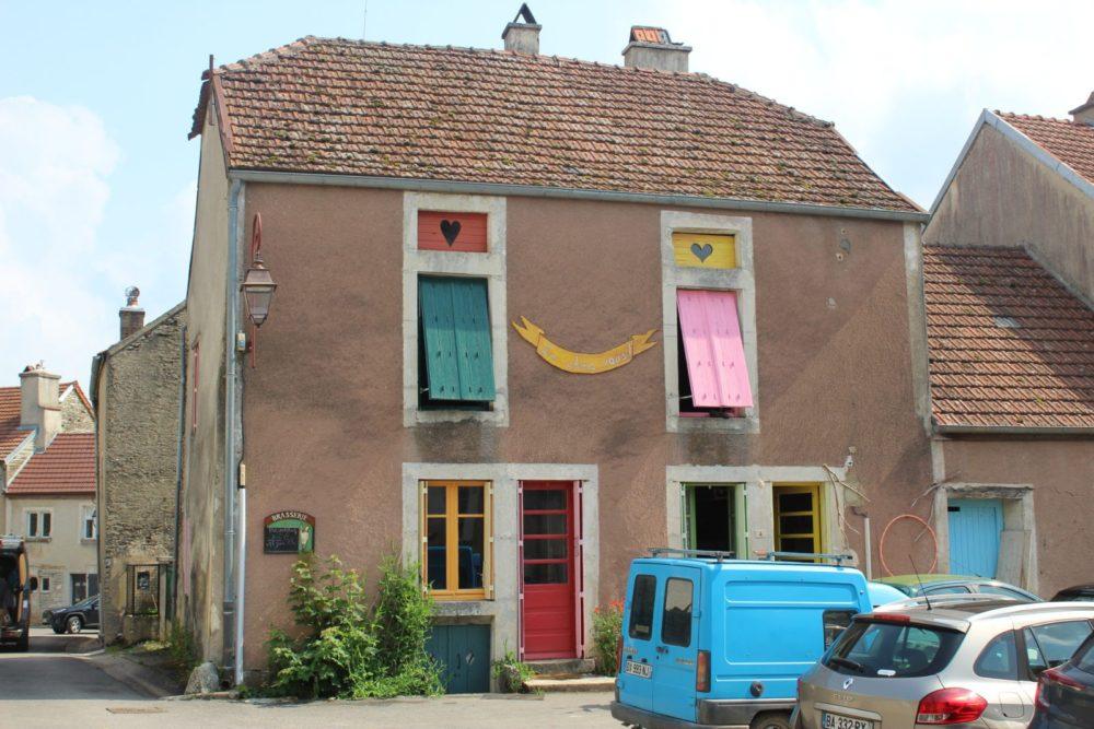 Café Le Chez vous au cœur du village (crédits : Morgane Macé / Profession Spectacle)