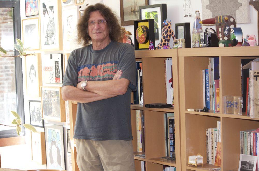 Michel Bouvet dans son atelier (© Louise Alméras / Profession Spectacle)